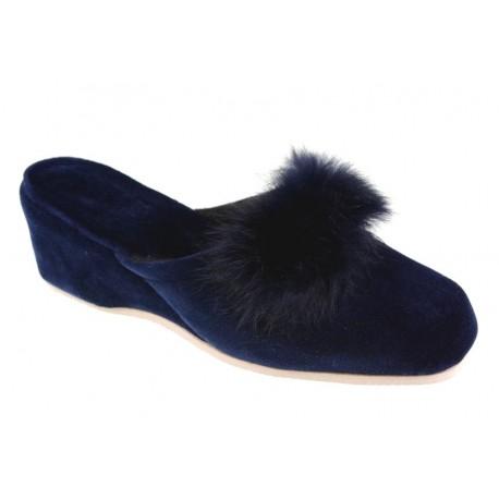 Pantofle damskie na koturnie pomponik zakryte